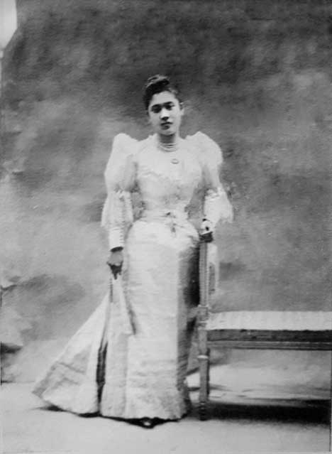 Here, Lola Angoy, in the earliest photograph of her found so far, is the epitome of a fashionable young lady of the 19th century.